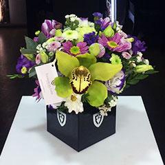 buketi-v-korzine-orhidei-na-yubiley